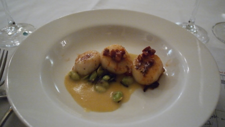 Pan Seared Scallops - chorizo relish|corn broth| chanterelle|edamame/garlic